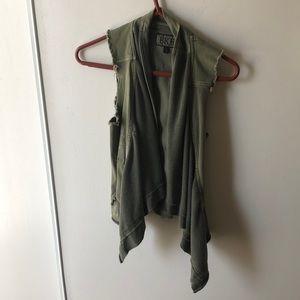 Army green no sleeve jacket